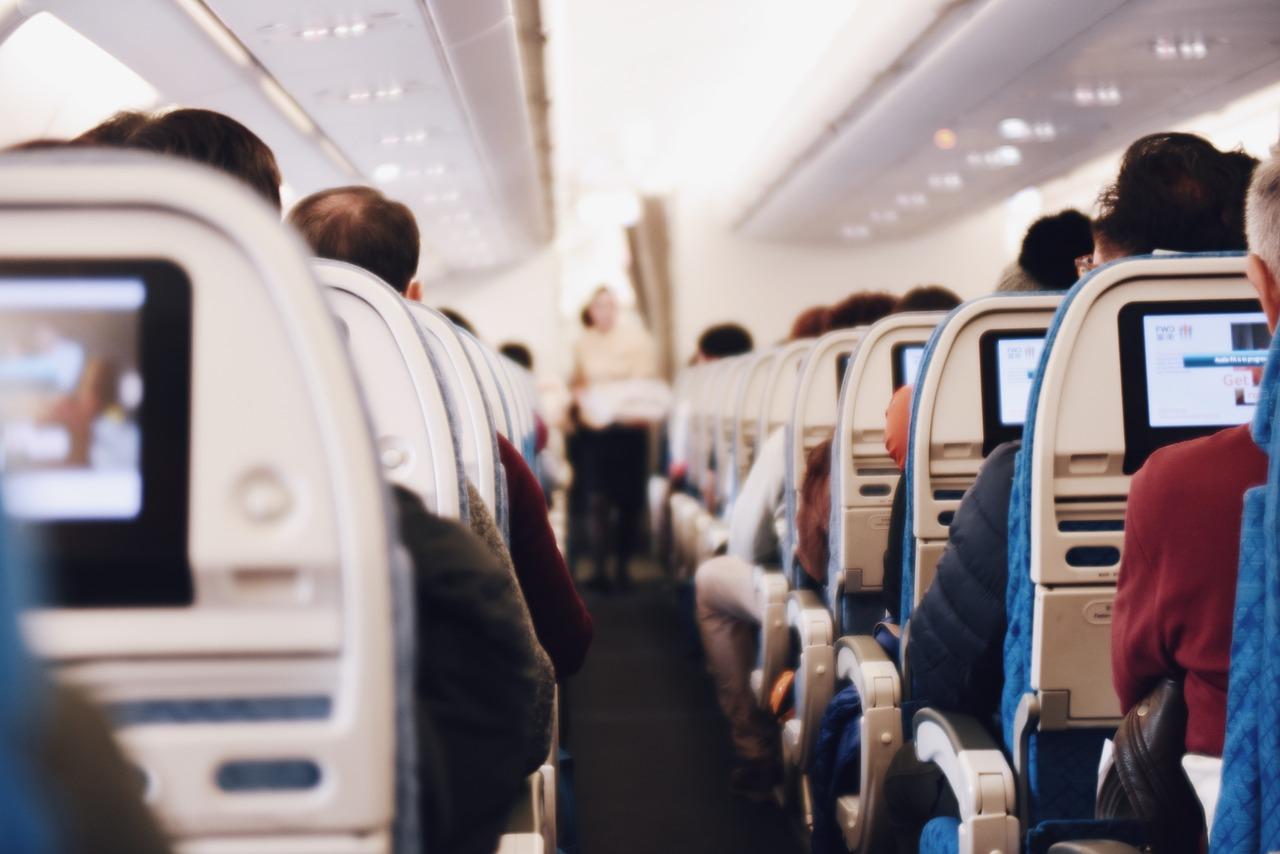 Beauty Hacks, Airplane