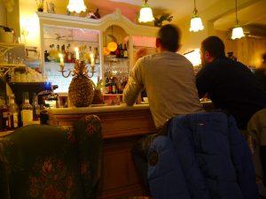 Hoover & Floyed, Bar