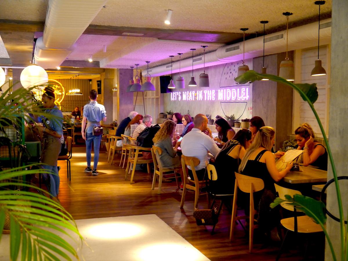 Oasis, Restaurant
