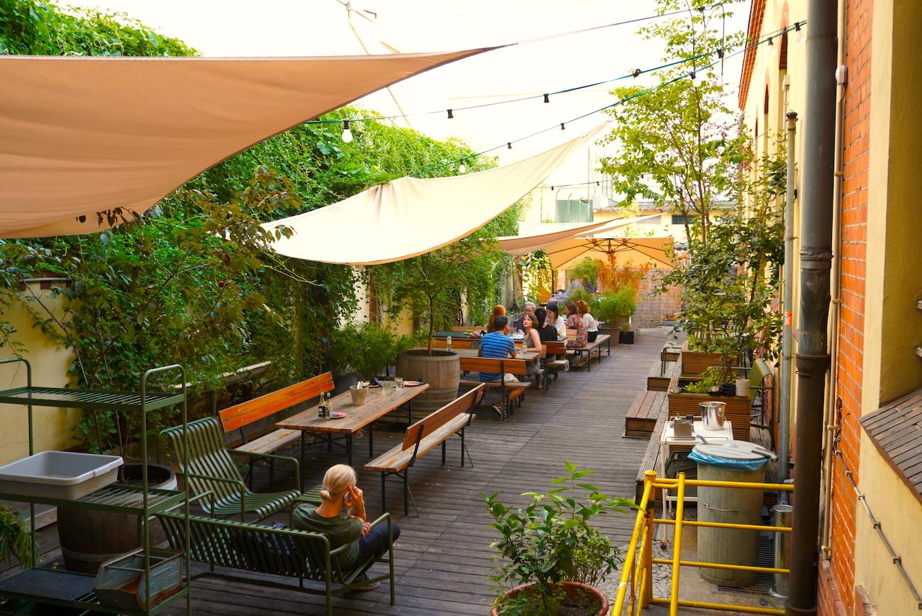 Hallesches Haus, Café