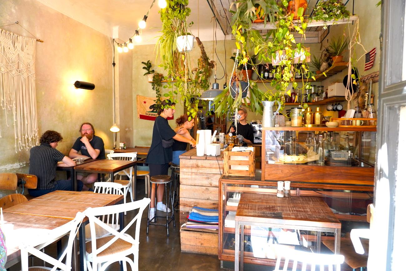 Roamers Café, Cakes, Food