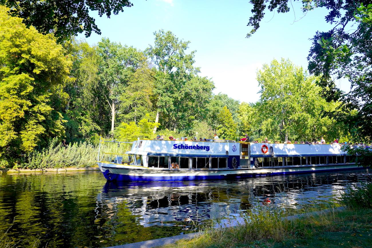 Boat cruiseson the Spree